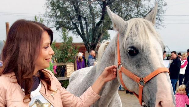 Tudi pevka Natalija Verboten že dve leti skrbi za svojega Valdeka. (foto: DZK, osebni arhiv)