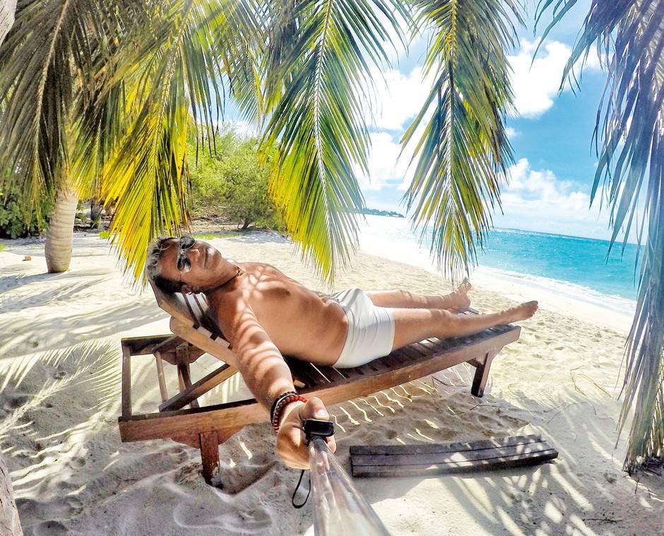 Tudi letos si je Werner za počitnice na Maldivih kupil nove bele kopalke.  (foto: osebni arhiv)