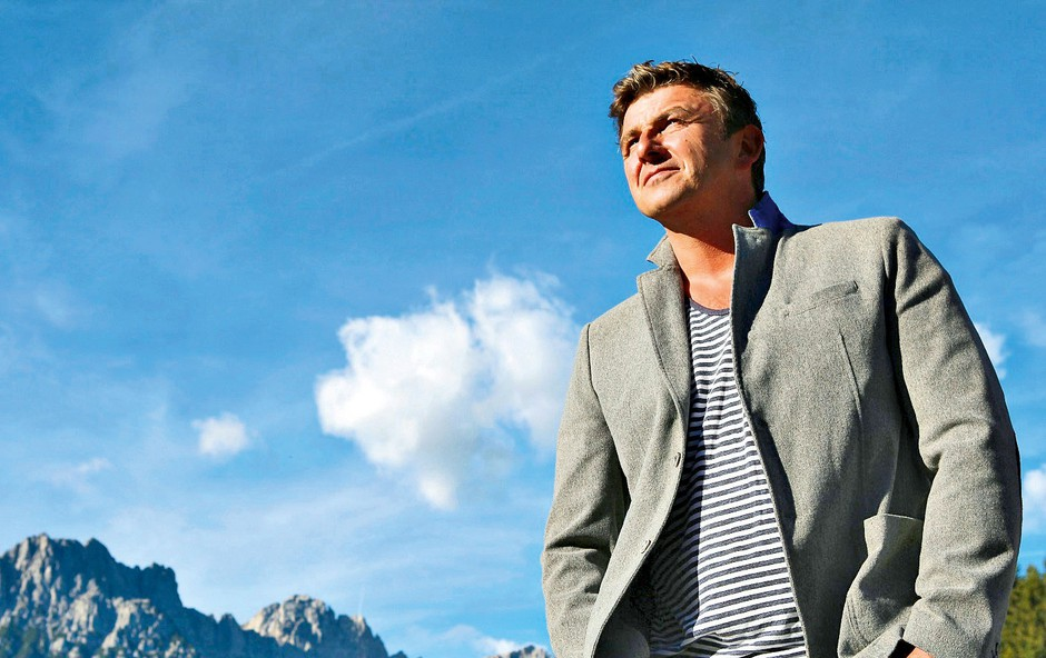 Hans Sigl, ki bo 7. julija  dopolnil 47 let, v priljubljeni  seriji upodablja glavnega  junaka, dr. Martina Gruberja. (foto: Pop tv, profimedia)