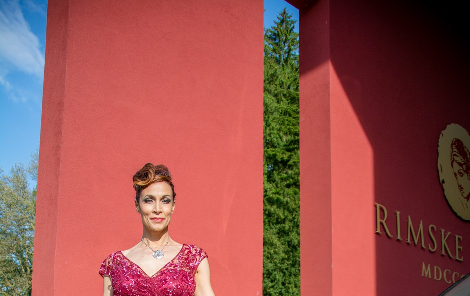 Hrvaška pop pevka Ivana Banfić je v Rimskih termah posnela videospot za najnovejšo pesem  (foto: Aleš Erjavec)