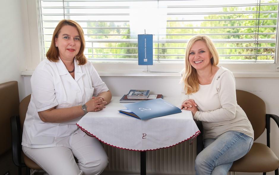 Ljiljana Ljepović  dr. med.  spec. internistka gastroenterologinja  in Nuša Derenda, pevka   (foto: Barbara Reya)