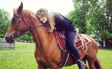 Nušo Lesar, Taro Zupančič, in Evo Černe povezuje ljubezen do konj