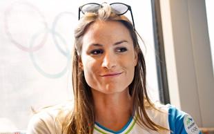 Sara Isaković: V kotu z brisačo na glavi