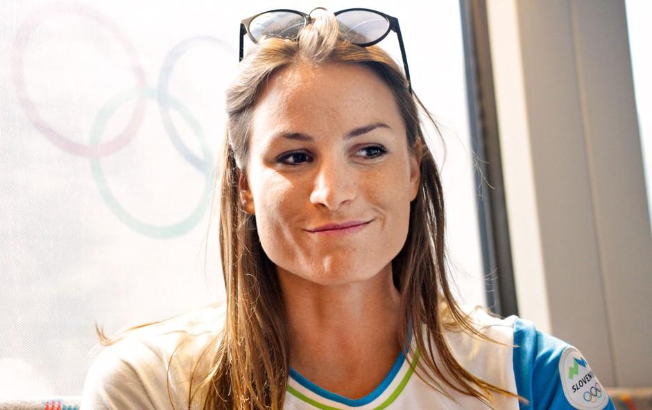 Sara Isaković: V kotu z brisačo na glavi (foto: Goran Antley)