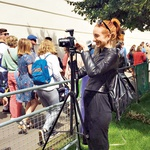 Mojca tudi na potepe zasebne narave s seboj vzame kamero in posname zanimive dogodivščine. Tako je nazadnje posnela turnir v Wimbledonu. (foto: Kaja Milanič, osebni arhiv)