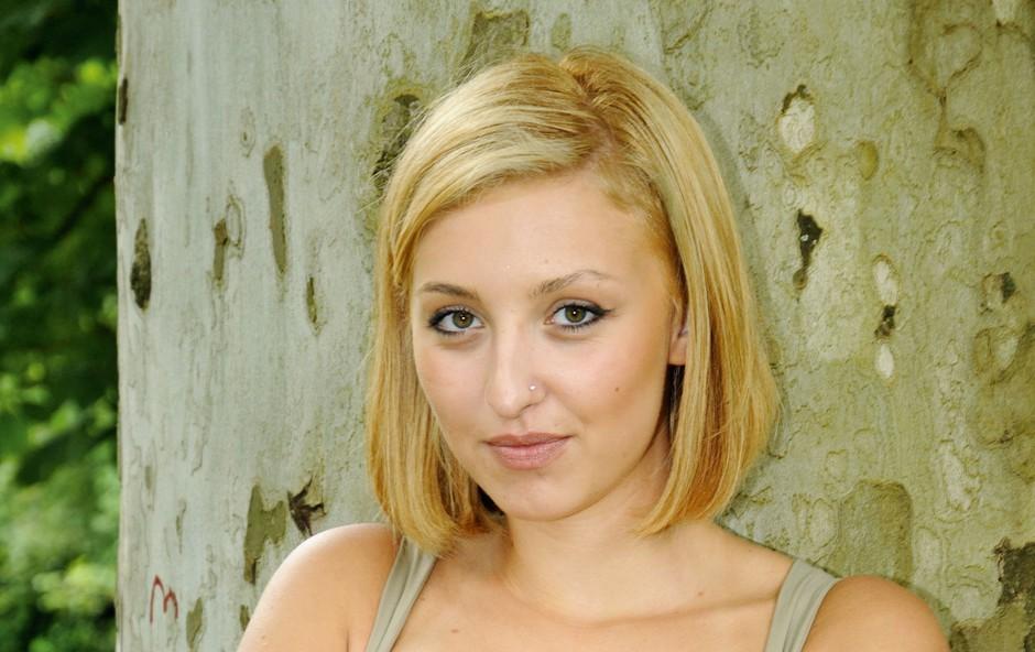 Sara Pirc: Horoskop kaže, da je temperamenta in simpatična (foto: arhiv revije Lea)