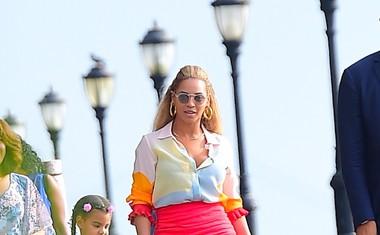 Zakaj hudiča bi odrasle ženske na internetu zmerjale 4-letno hčerko zvezdnice Beyonce?