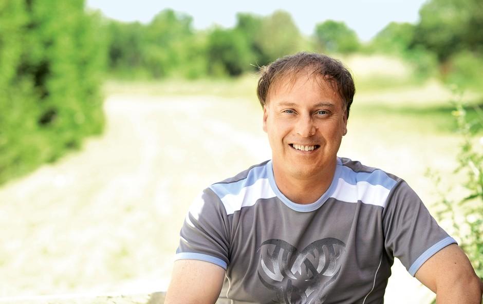 Po vseh pozitivnih mislih, upanjih in željah je svojo pot zaključil glasbenik Tomaž Ahačič - Fogl, ki ga je slovenska javnost spoznala v televizijskem šovu Znan obraz ima svoj glas.  (foto: Primož Predalič, Goran Antley, Sašo Radej, Aljoša Kravanja/POP TV)