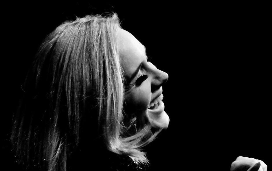 Adele se je morala odpovedati pici! (foto: Instagram @adele)