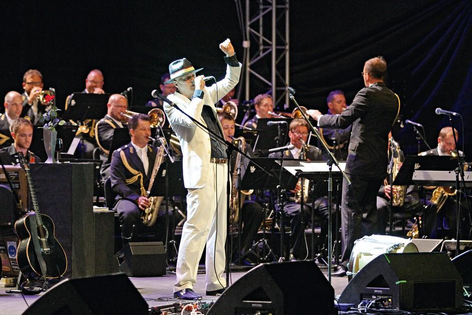 Če bo Vlado Kreslin šel po očetovih stopinjah, lahko pričakujemo tudi njegov jubilej ob 50-letnici koncertov v Križankah. (foto: Goran Antley)