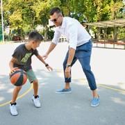 Z otrokoma si rad ogleda tudi košarkarsko tekmo, vendar pa je nad njimi Samija precej bolj navdušena kot Kiam.