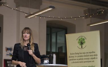 Zero Waste gurujka Bea Johnson je pred polno dvorano Poligona predstavila svoj dom brez odpadkov