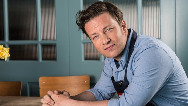 Jamieju Oliverju med gostovanjem v oddaji pripravili prikupno presenečenje! Poglejte, kakšno! (foto: profimedia)
