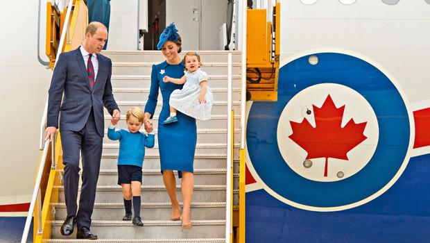 Vsa pozornost usmerjena v princa Georgea in princesko Charlotte (foto: Profimedia)