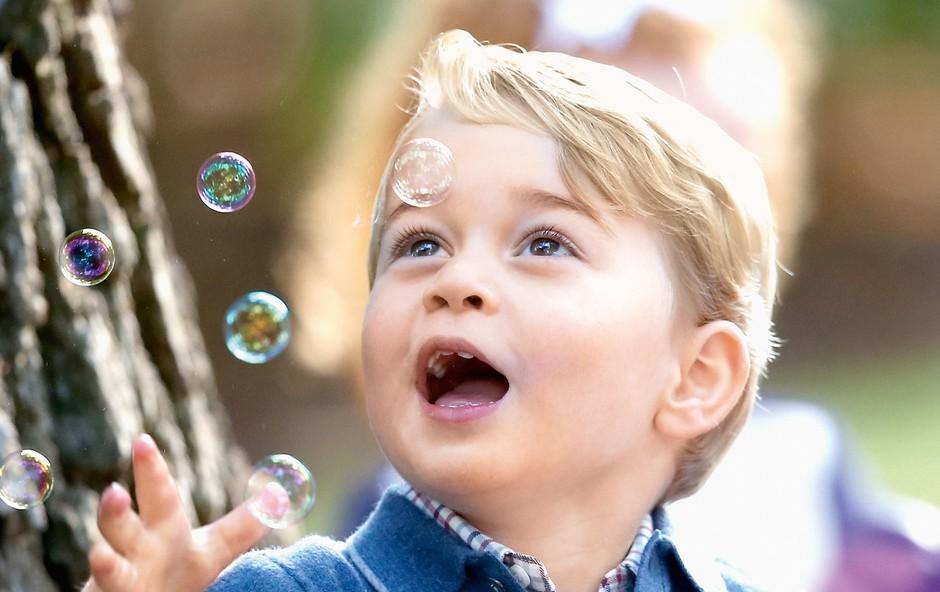 Princ George in princesa Charlotte  sta živahna malčka (foto: Profimedia)