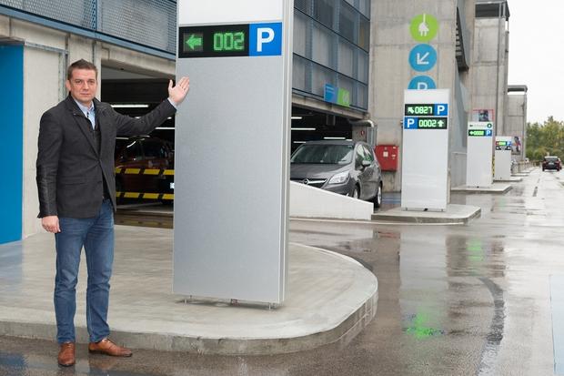 Direktor Toni Pugelj je predstavil nov sistem označevanja prostih parkirnih mest (foto: Robert Krumpak)