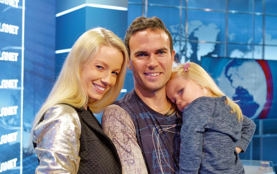Taya ne bi zmogla brez podpore moža, Jerneja Damjana, in dveletne hčerke Niki. (foto: Primož Predalič)