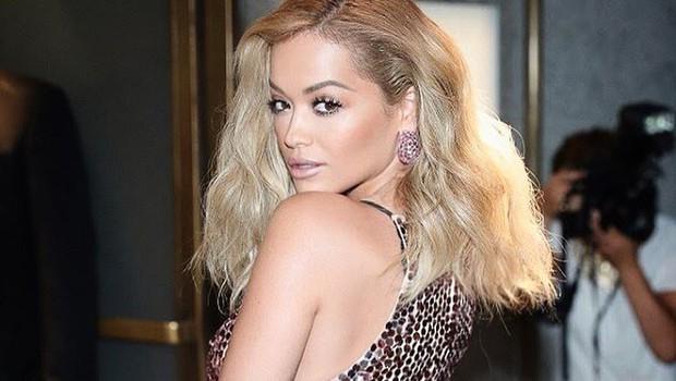 Rita Ora o iskreno o tem, kako pogosto dvomi vase! (foto: PrtSc Instagram @ritaora)