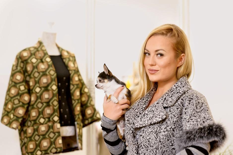 """""""Opazila sem, da rada nakupujem, ko imam težave v razmerju, kot vsaka ženska. Sem pa 'moški tip' nakupovalca. Vidim, kupim."""" (foto: Primož Predalič)"""