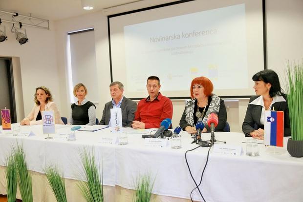 Z leve Barbara Kitek, Jasna Kržin Stepišnik, Albert Štrancar,  Bojan Hajdinjak,  Vlasta Nussdorfer in Andreja Jernejčič. (foto: Borut Cvetko)