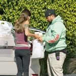 Člani osebja Kardashianov so skrbeli za nemoten potek dneva, tudi za prehrano, ki so jo iz priznane restavracije dostavili kar v porodnišnico.  (foto: Profimedia)