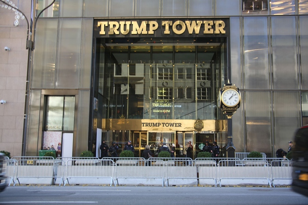 Ker se Melania z Barronom ne bo selila v Belo hišo, je v težavah cel New York! (foto: profimedia)