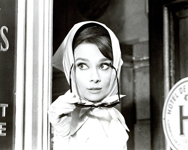 Hubert de Givenchy se je priklonil svoji muzi Audrey Hepburn (foto: profimedia)