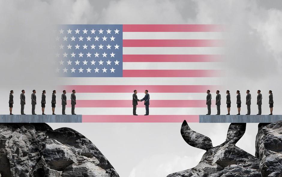 Po ameriških volitvah strategi volilnih kampanj še vedno niso zakopali bojne sekire! (foto: profimedia)