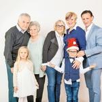 Babici, dedek, Sima in Samuel, Helena in Smiljan.  (foto: Nino Verdnik)