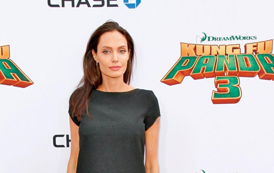Angelina je že  večkrat polnila  tabloide zaradi  svoje nezdrave  vitkosti, ki naj  bi bila tokrat  posledica ločitve  od Brada Pitta.  (foto: Profimedia)