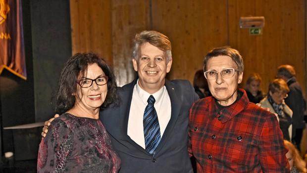 Anita Ogulin, ZPMS, Zvonko Belič,  direktor Zavoda Pod strehco, in Mirjana Jarc, piarovka Rdečega križa Slovenije (foto: Sašo Radej)