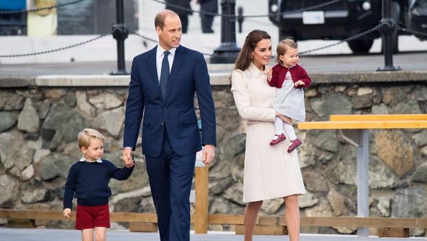 Princ William in vojvodinja Kate za božič ne bosta s kraljico! (foto: Profimedia)
