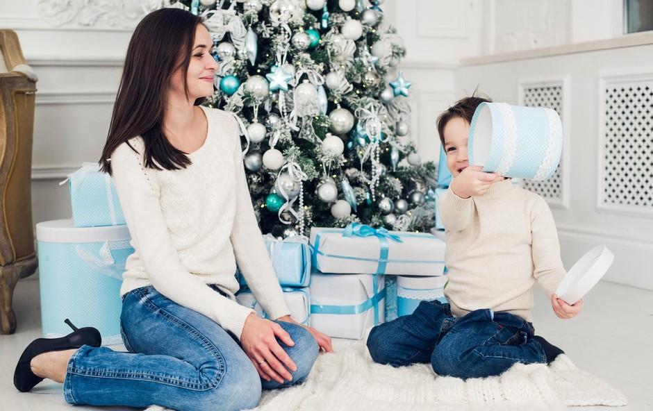 Ana Bešter Bertoncelj (kolumna) o tem, kako v tem času obdarovati otroka (foto: Profimedia)