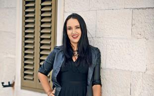 Pevka Tinkara Kovač je s hčerama vadila recepte za praznične piškote