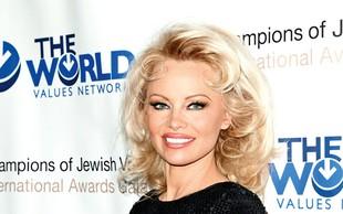 Igralka Pamela Anderson je  po mnenju organizacije PETA postala človek leta