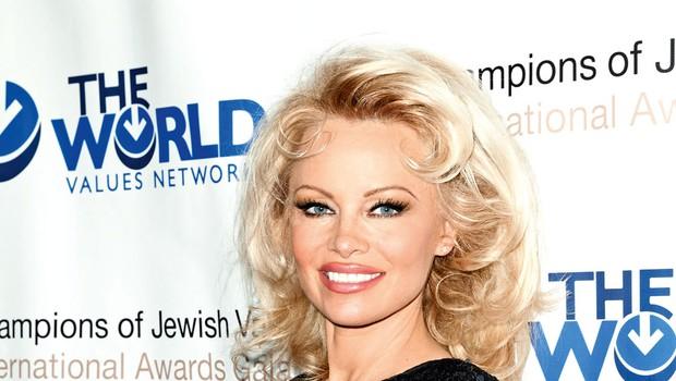 Igralka Pamela Anderson je  po mnenju organizacije PETA postala človek leta (foto: Profimedia)