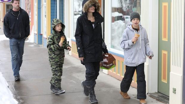 Angelina Jolie in Brad Pitt bosta nadaljevala ločitev za zaprtimi vrati! (foto: profimedia)