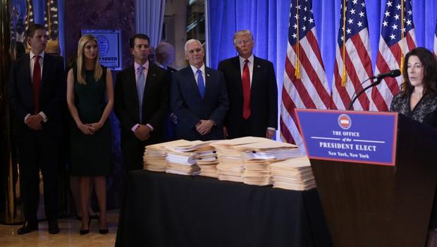 "Independent: ""Dokumenti na Trumpovi novinarski konferenci so bili prazni!"" (foto: profimedia)"