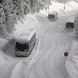 Švica: Poljski avtobus je vozil s tono snega na strehi!