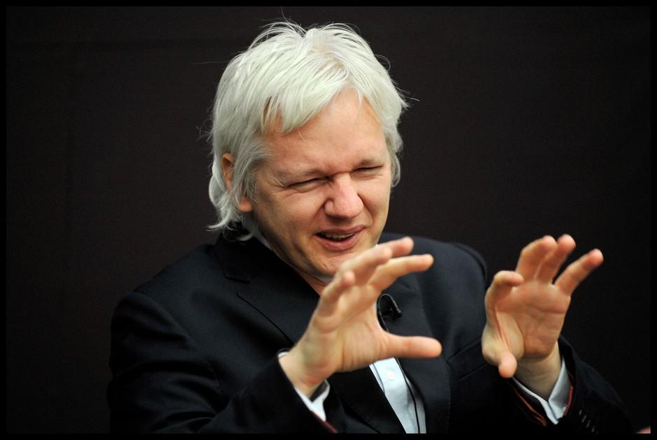 Obama pomilostil Manningovo in sprejel izziv Assangea, ki je obljubil, da se bo v tem primeru predal ZDA! (foto: profimedia)