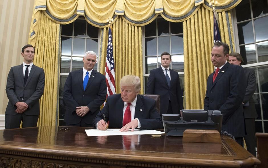 Zavese Bele hiše so že v Trumpovi zlati barvi! (foto: profimedia)