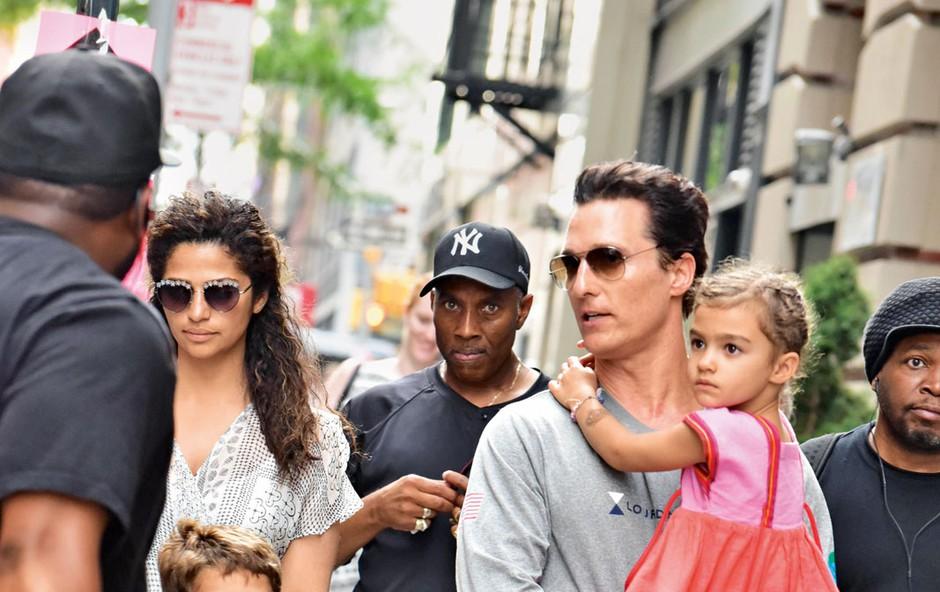 Igralca Matthewa McConaugheyja žena podpira na vsakem koraku (foto: Profimedia)