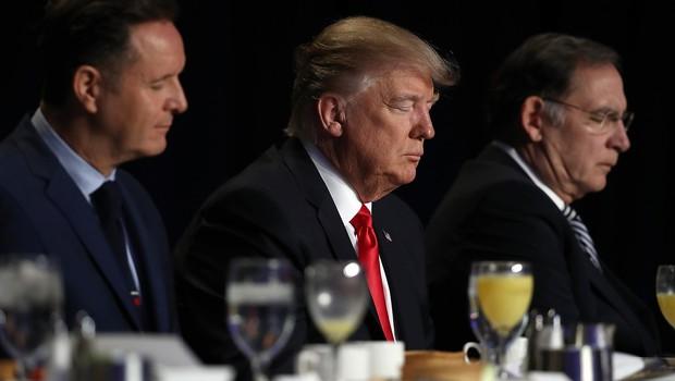 Trump pozval k molitvi za Schwarzeneggerja in gledanost, Schwarzi pa mu ni ostal dolžan! (foto: profimedia)