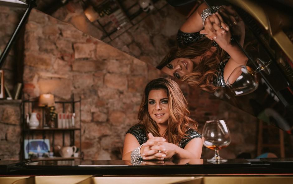 Neisha za valentinovo s koncertom Kavč za zaljubljene (foto: KMarcella)