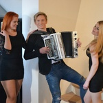 Zvita Feltna se otepajo deklet! (foto: Zvita feltna)