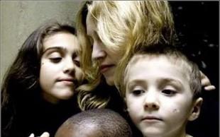 Madonna posvojila dvojčici iz Malavija