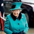 Kraljica  Elizabeta II. naj bi v treh letih predala prestol sinu