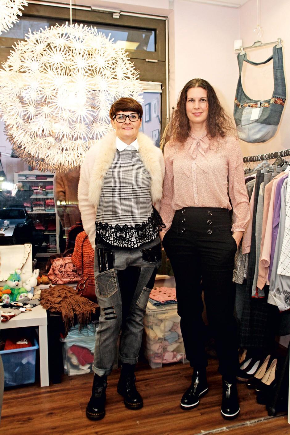 Alenka Žnidarič in Vesna Vehovec, gonilni sili Naše trgovin'ce iz Domžal, ki je pred dnevi dobila povsem svežo, še lepšo podobo. (foto: Goran Antley)