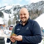 Aktualni zmagovalec MasterChefa, simpatični in zgovorni Darko Klemen, je okušanje tradicionalne jedi zavil v nekoliko drugačno preobleko. Ponudil nam je bučkin šmorn, polžji ragu in čips polžje salame. (foto: Helena Kermelj)
