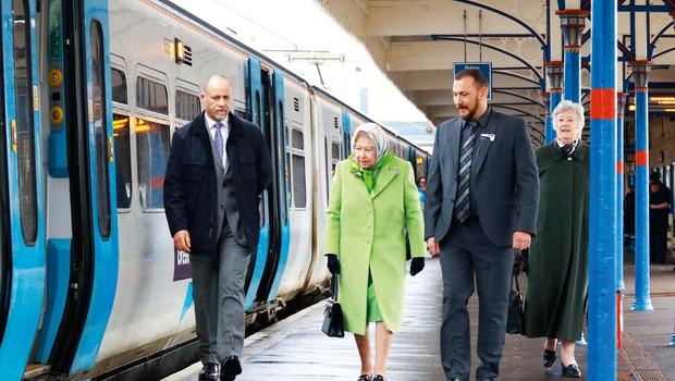Kraljica Elizabeta se je s počitnic vrnila zadovoljna (foto: Profimedia)